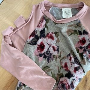 Fantastic Fawn (S) Blush and Floral Cold Shoulder